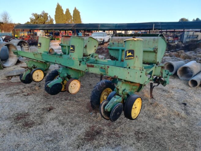40-j-deere-planter-for-spares-R6850-1